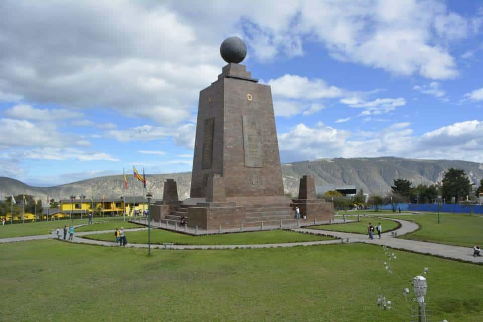 Mitad El Mundo Monument