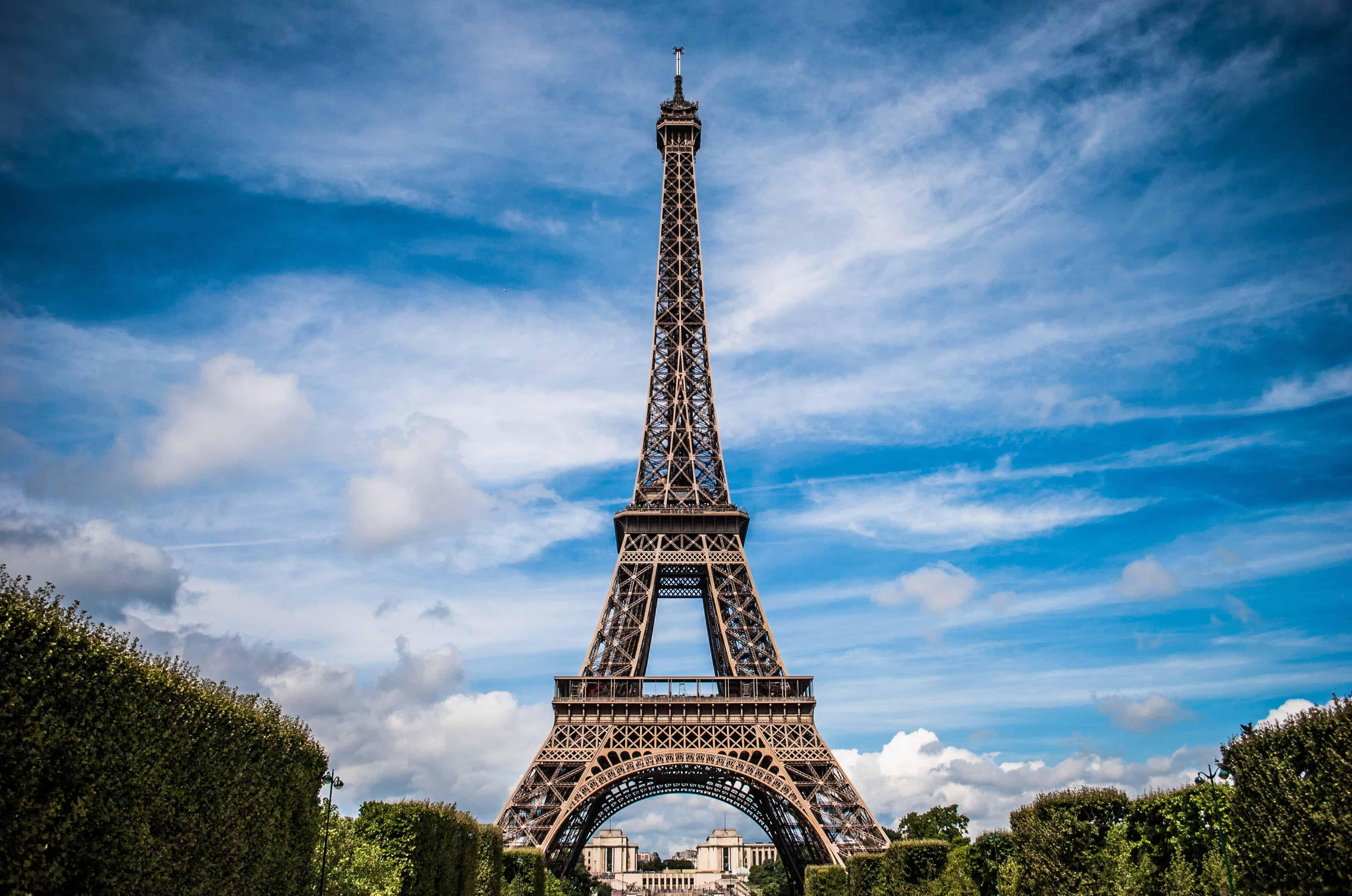 eiffel-tower-975004
