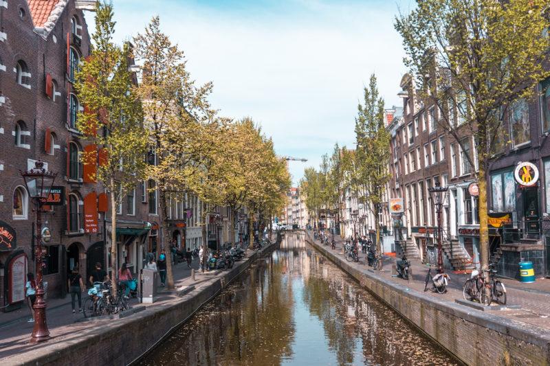 Calles con canales de Amsterdam, Holanda