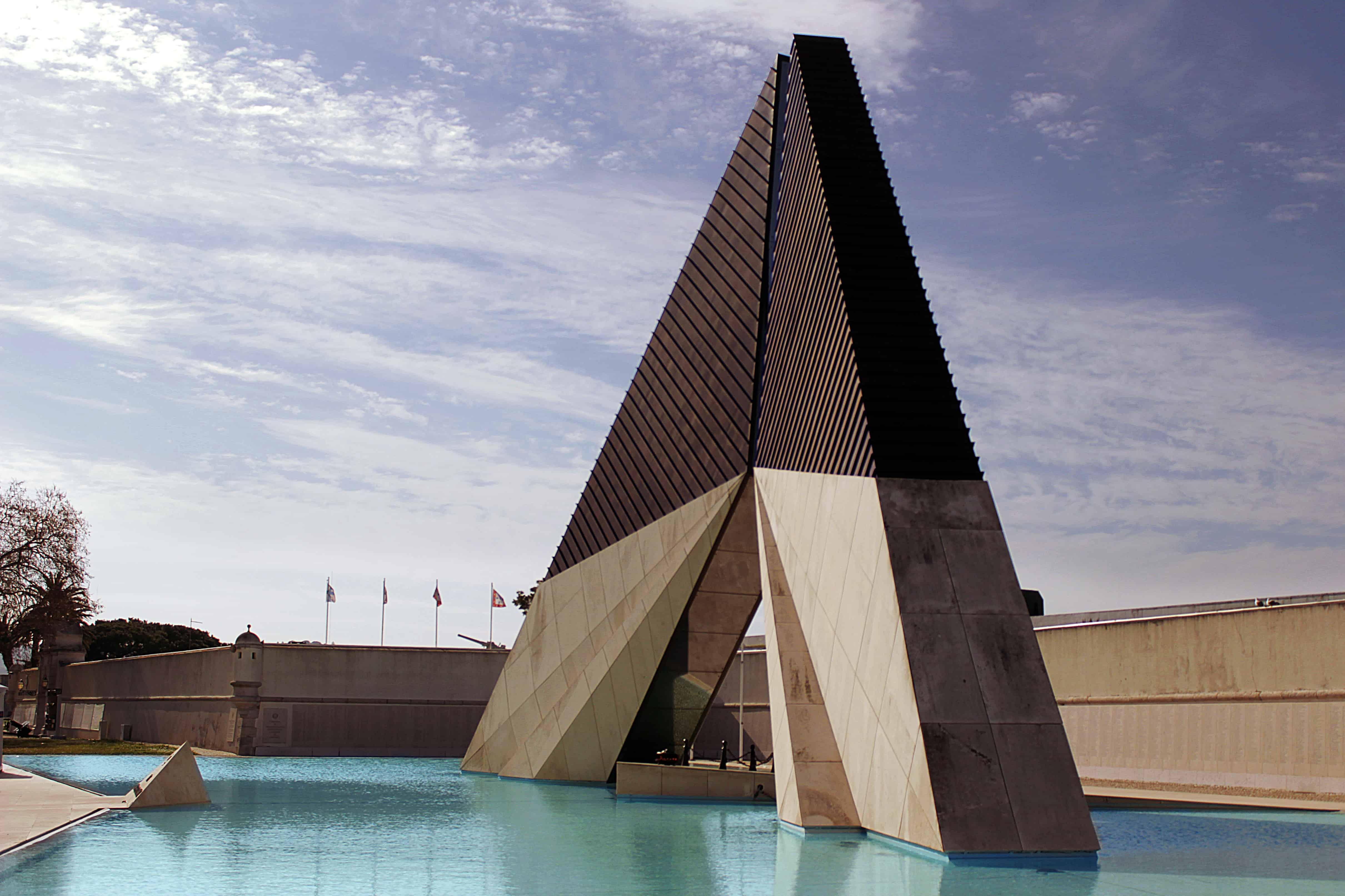 El Museu do Combatente and Aos Combatentes do Ultramar