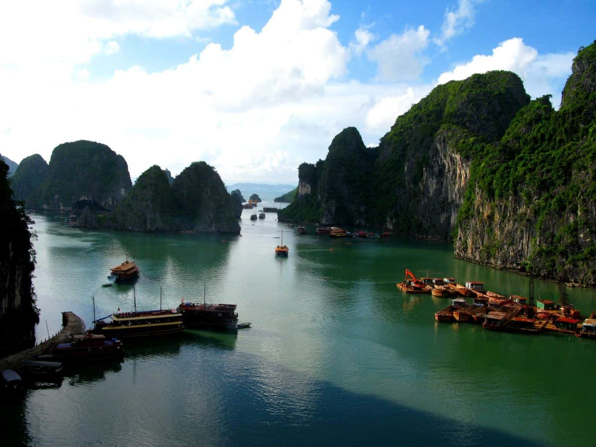 Cruising on Ha Long Bay
