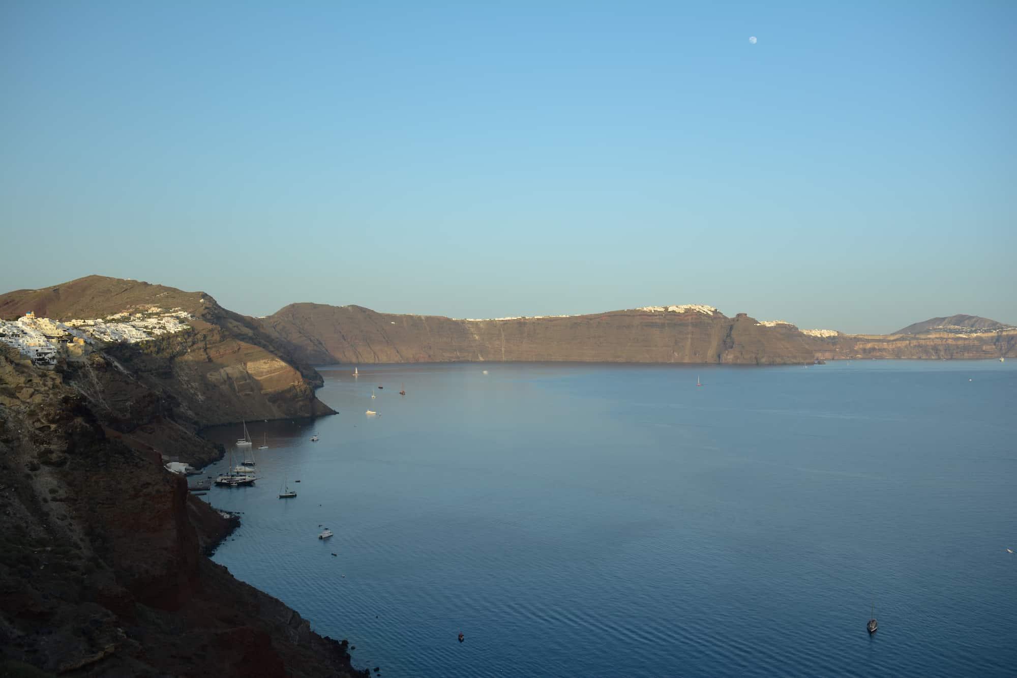 Vista del crater en Santorini desde el castillo viejo