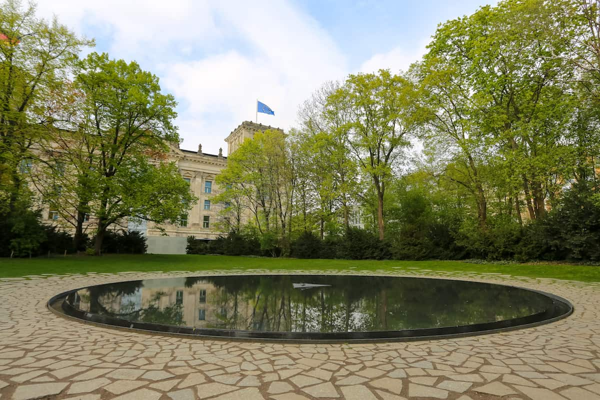 the-memorial-to-the-sinti-and-roma-victims-of-national-socialism