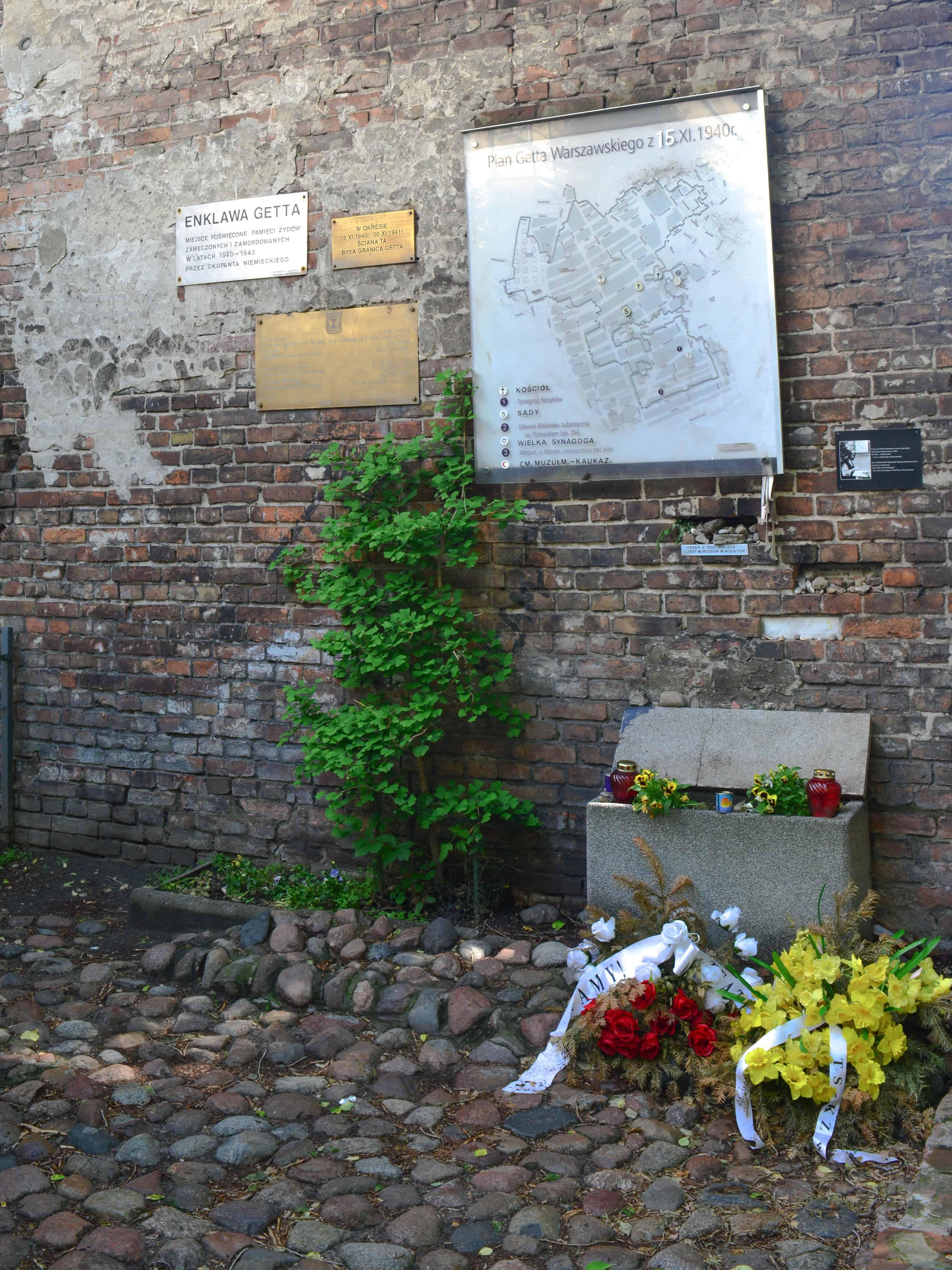 Fragmento de la Pared del Gueto y Monumento