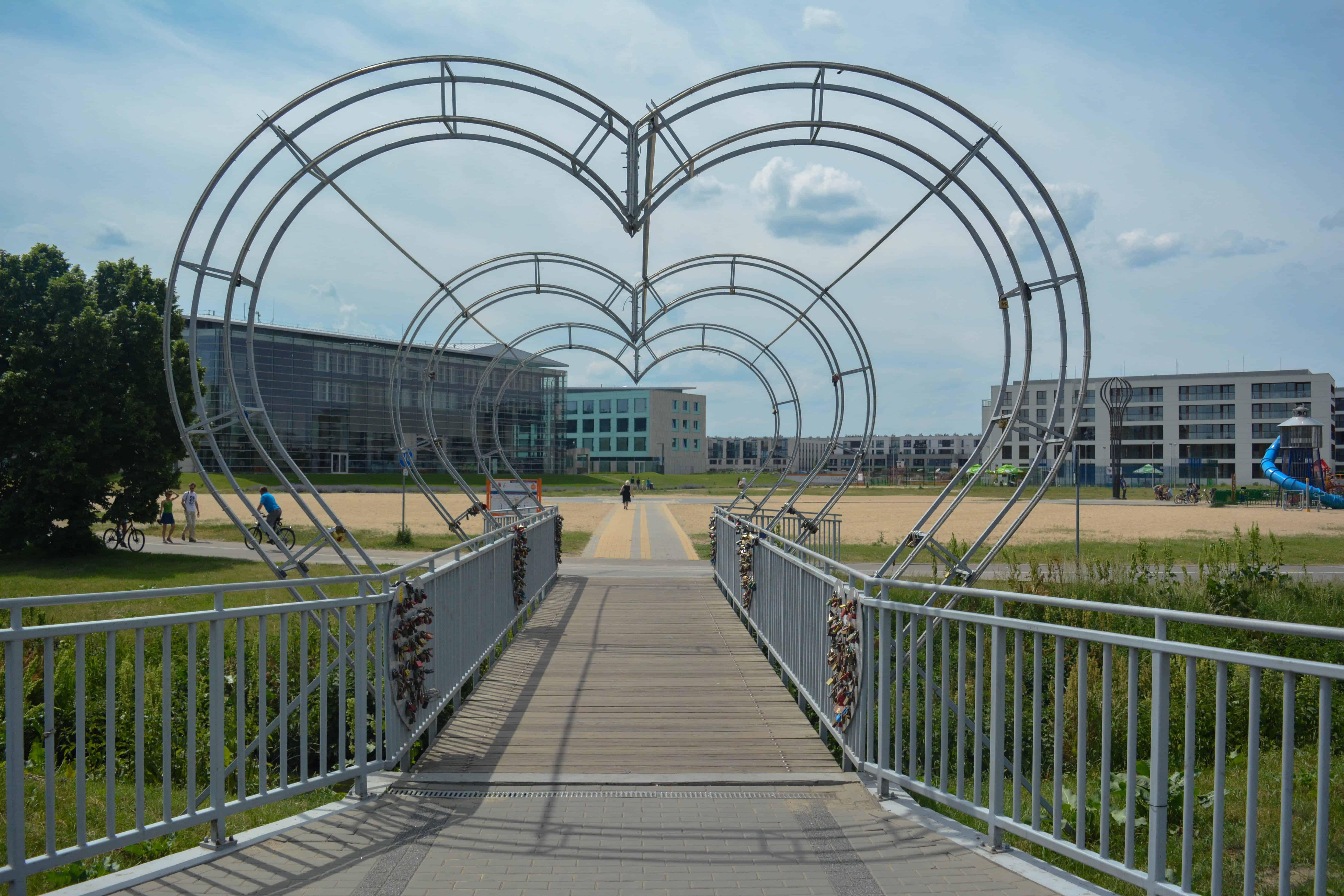Corazón puente de candados en Varsovia