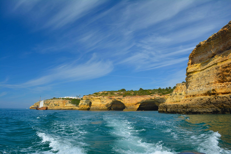 Explorar en barco las Cuevas de Carvoeiro