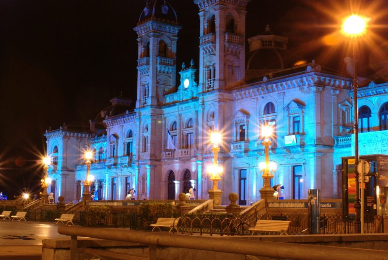 city-hall-of-san-sebastian-108542_1920