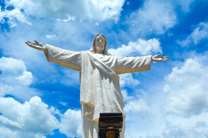 white statueof Christ