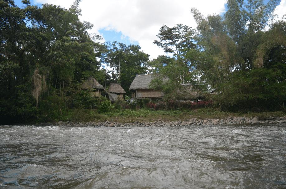 En el rio puyo