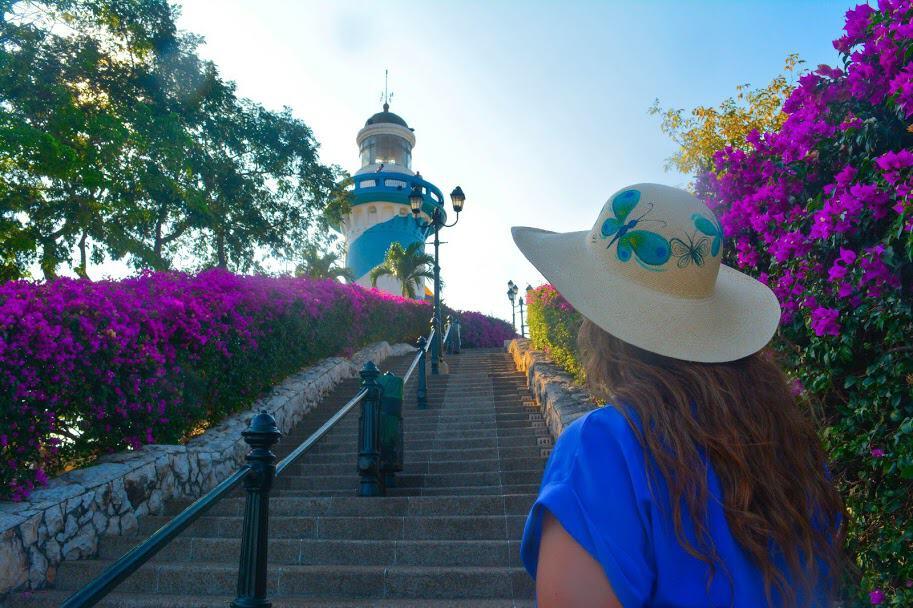 sitios turísticos de guayaquil: El Faro en el Cerro Santana en Guayaquil