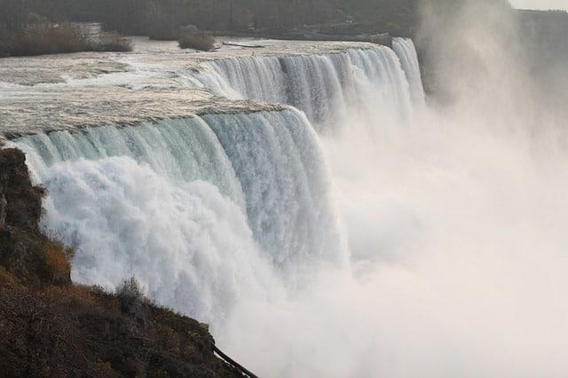 niagara-falls-986537_640