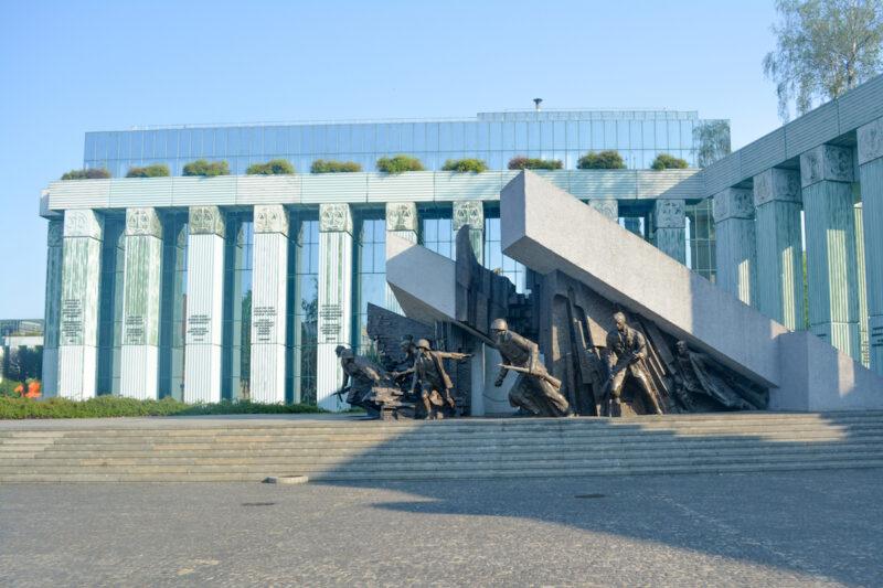 Plaza de Krasinski y el Monumento al Alzamiento de Varsovia
