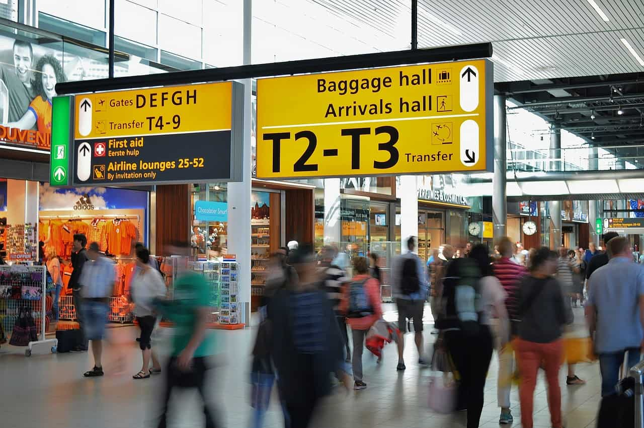 airport-384562_1280