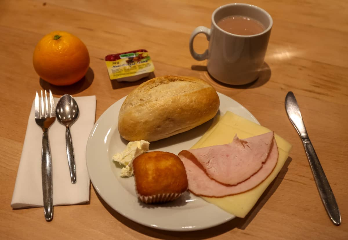 How is the Breakfast at the Euro Youth Hostel?