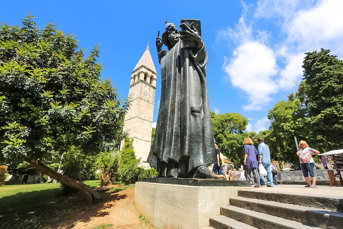 Take a photo at the Grgur Ninski Statue