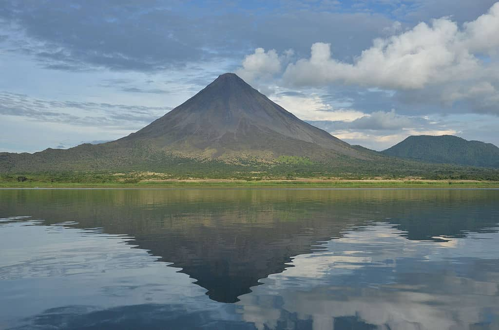 Lake Arsenal: By Andresqsz via Wikimedia Commons