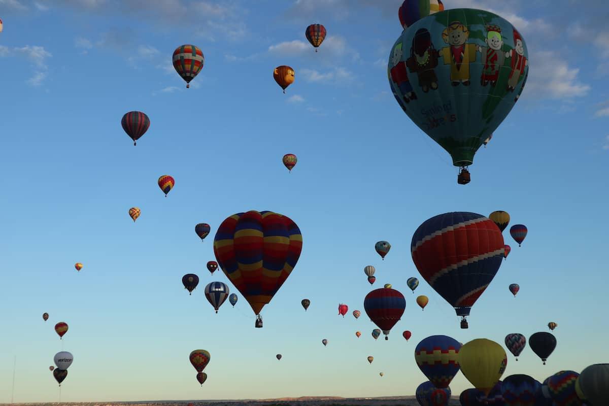festival de globos aerostaticos albuquerque en el aire