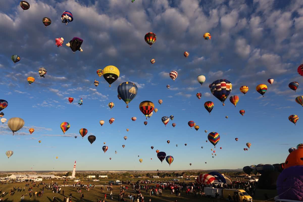 festival de globos aerostaticos albuquerque volando