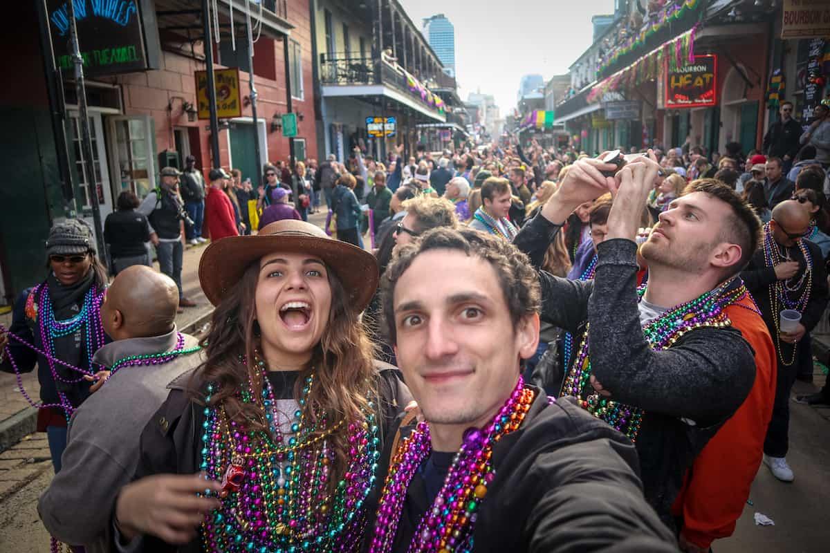 desfile mardi gras con collares