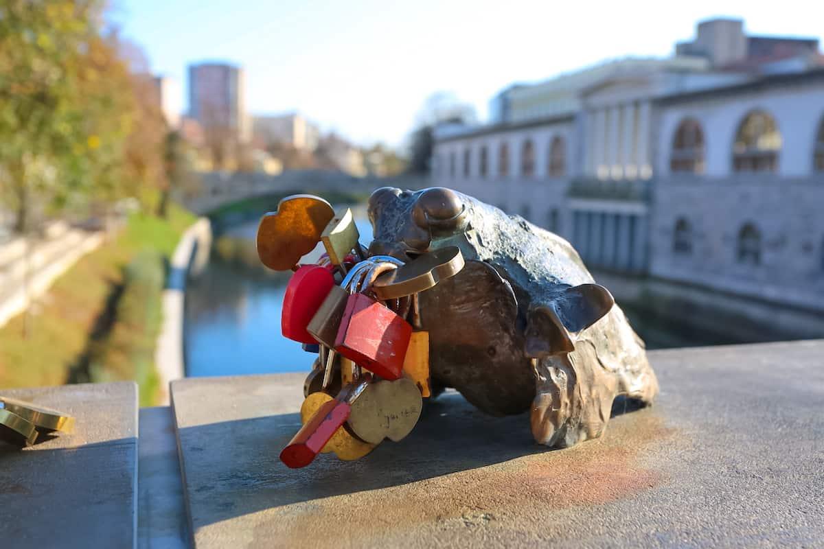 Butchers Bridge frog sculpture