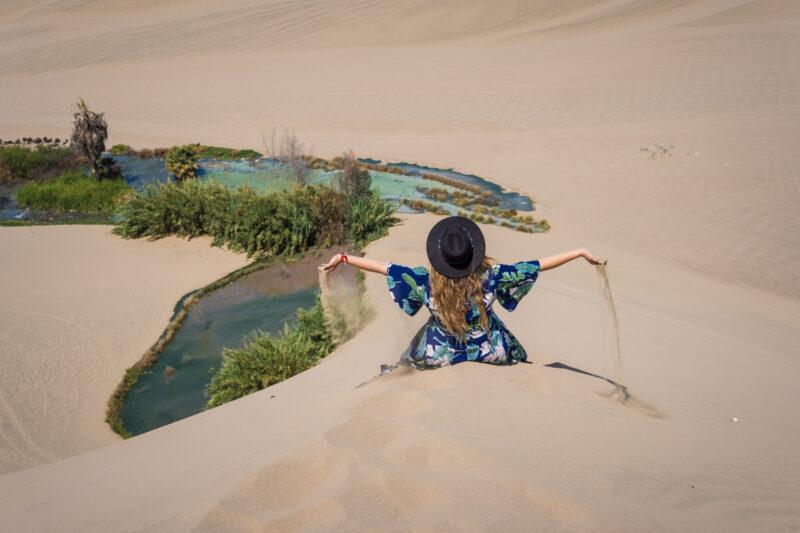 Huancachina, Peru- jugando con la arena