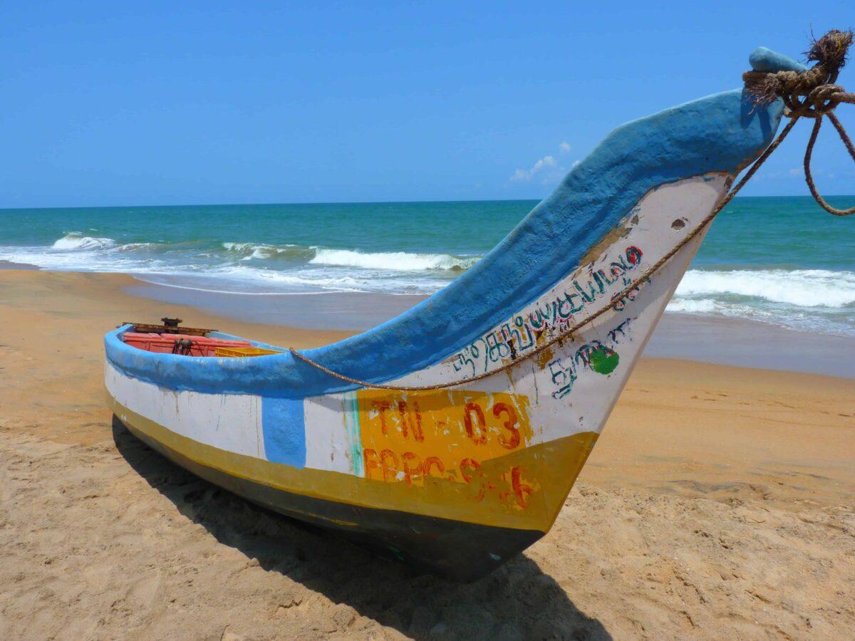 Barco en la arena.
